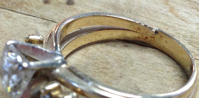 Yes gold can tear - we fixed this wedding ring after it had an engagement with a fireplace