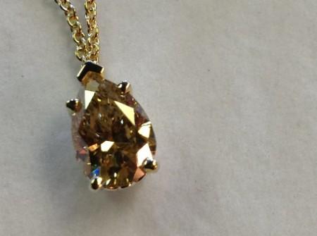 Pretty necklace with big fancy hellow diamond