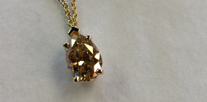 Pretty necklace with big fancy hellow diamond