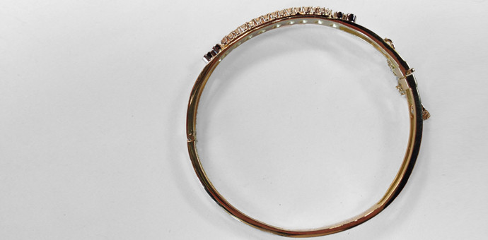 The side view of the bangle bracelet