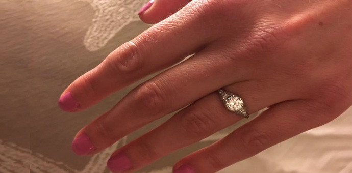 Kim wearing her repaired diamond ring