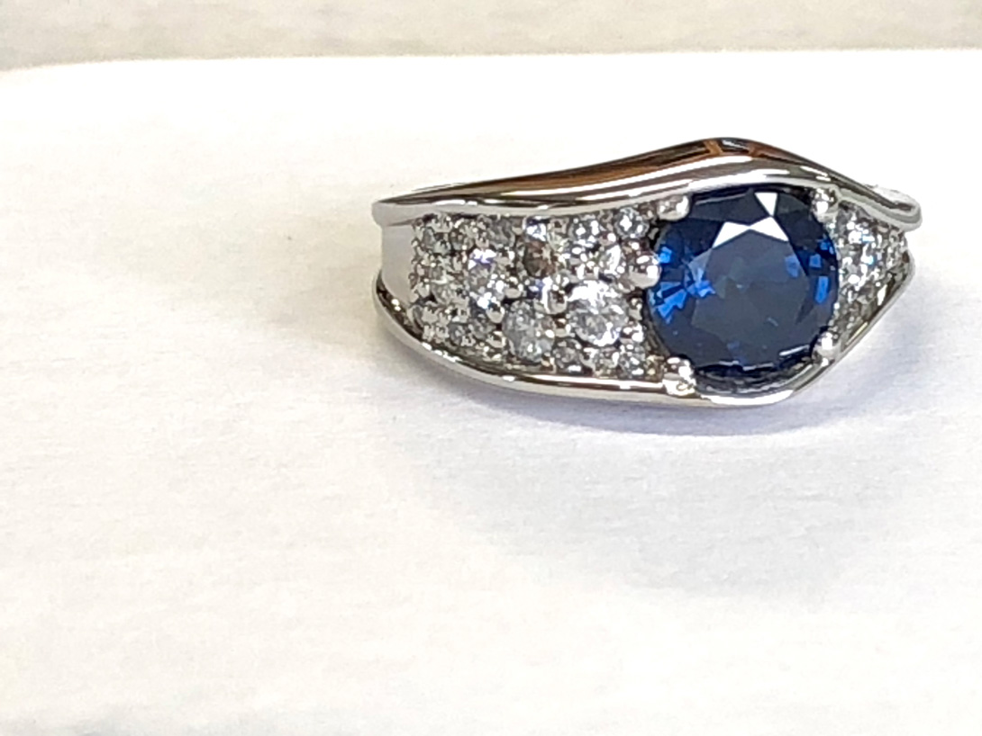 Final wave ring - blue sapphire with 21 pave diamonds
