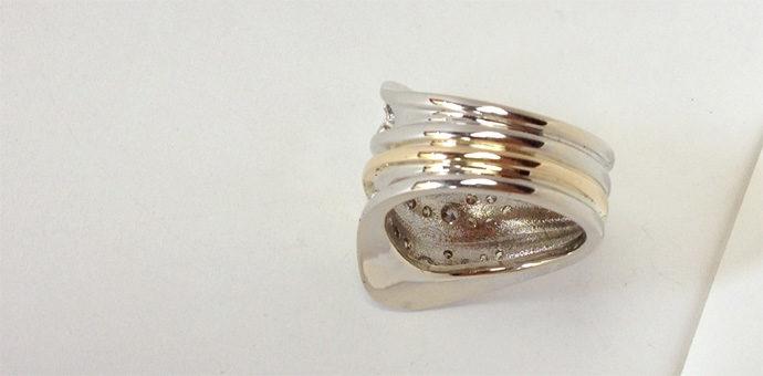 back view of custom designed wavey ring